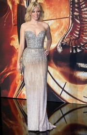 Elizabeth Banks was one stunning beauty at the 'Catching Fire' Berlin premiere in a beaded silver strapless gown by Elie Saab.