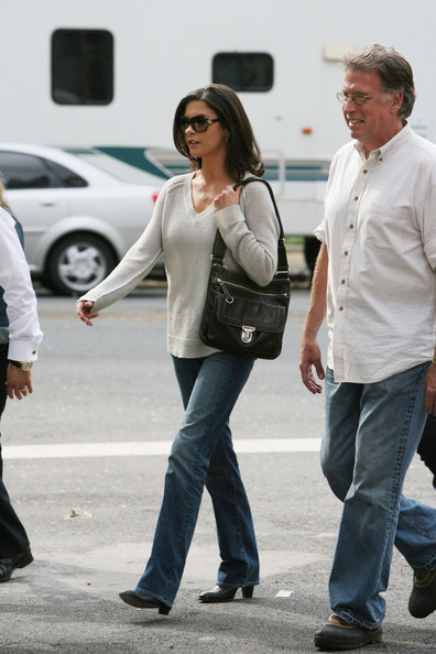 More Pics of Catherine Zeta-Jones Oval Sunglasses (1 of 14) - Catherine Zeta-Jones Lookbook - StyleBistro