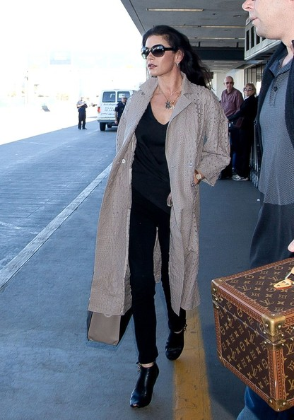 More Pics of Catherine Zeta-Jones Wool Coat (1 of 12) - Catherine Zeta-Jones Lookbook - StyleBistro