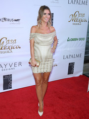 For her bag, Audrina Patridge selected an elegant gold clutch that matched her dress perfectly.