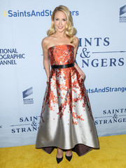 Anna Camp looked flawless in a strapless floral frock by Sachin & Babi Noir while attending the premiere of 'Saints and Strangers.'