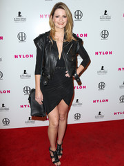 Mischa Barton sealed off her all-black look with a pair of strappy heels.