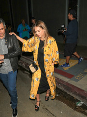 Jessica Alba went to see 'Hamilton' wearing a yellow floral kimono by Topshop.