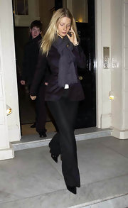 Gwyneth wore a thick pashminia around her neck with her sophisticated pant suit.