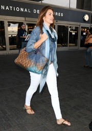 Cindy Crawford chose a pair of tight white jeans to team with her top.