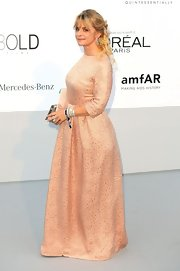 Nastassja Kinski looked grand in this classically charming pale pink gown.