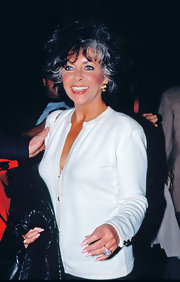Elizabeth Taylor was simple yet classy in a white cardigan.