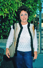Elizabeth Taylor always looked classy, even when dressed down in jeans and a twinset.