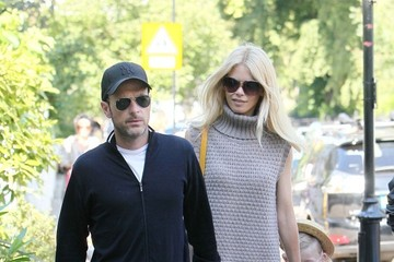 Claudia Schiffer Matthew Vaughn Claudia Schiffer and Matthew Vaughn Take a Walk