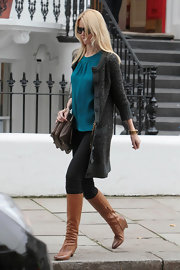 Claudia Schiffer donned a pair of cognac knee high boots. The low heeled boots are the latest addition to Claudia's highly enviable boot collection.