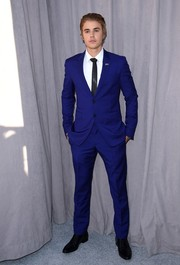 Justine Bieber complemented his suit with a pair of black Saint Laurent leather shoes.