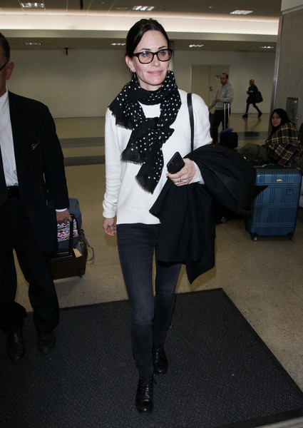More Pics of Courteney Cox Patterned Scarf (1 of 6) - Courteney Cox Lookbook - StyleBistro