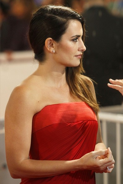 More Pics of Penelope Cruz Long Side Part (1 of 13) - Penelope Cruz Lookbook - StyleBistro