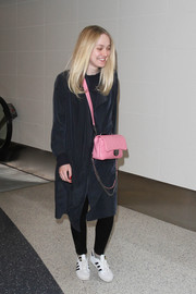 Dakota Fanning sweetened up her look with a quilted pink shoulder bag by Chanel.