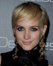 Ashlee Simpson looked cool and trendy with her layered razor cut at the Decades Denim launch.