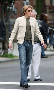 Denis Leary's handsome zip-up jacket looked perfectly comfy for a busy day on the set of 'Rescue Me.'
