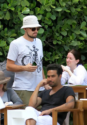 Leonardo DiCaprio looked easy-breezy in his white bucket hat and print tee during a trip to Miami.