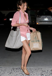 Cameron Diaz kept low-key while shopping at Whole Foods in summery attire. The leggy actress toted her belongings in an oversize gray leather tote.