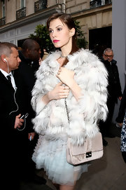 Elettra Wiedemann looked quite the glamour girl with this chain-strap bag and fur coat combo at the Dior fashion show.