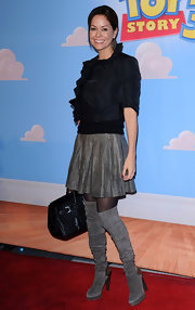 Brooke Burke kept her red carpet look flirty with a pleated gray leather skirt and over the knee boots.