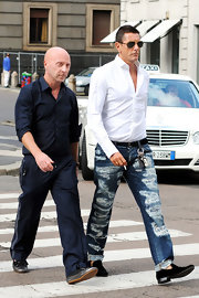 Stefano walked the streets in Milan in a cool pair of ripped jeans.