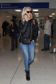 Elizabeth Banks teamed her jacket with tight blue jeans.