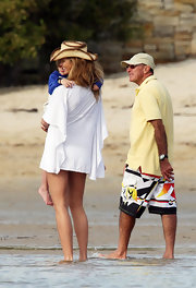 At the beach, Elle is going for a comfortable bohemian look with her two toned cowboy hat.