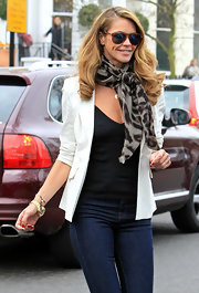 Elle was spotted on one of her school runs with runway ready hair. Side swept curls full of bounce completed her look.