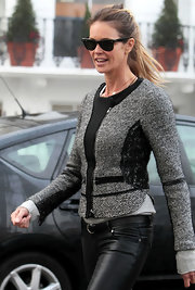 An ageless Elle MacPherson took her kids to school in classic black wayfarer sunglasses. The chic model paired the timeless shades with a tweed jacket.