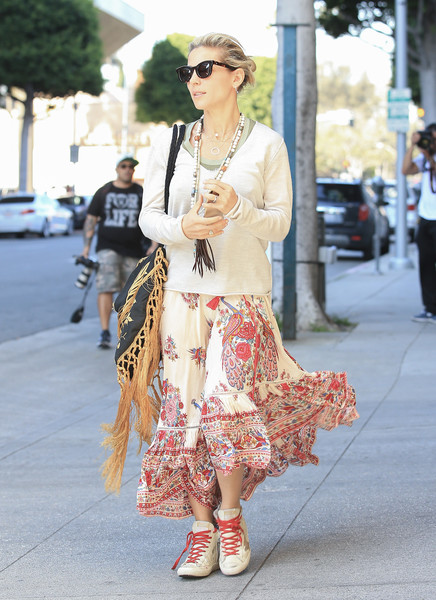 More Pics of Elsa Pataky Leather Sneakers (1 of 6) - Athletic Shoes Lookbook - StyleBistro []