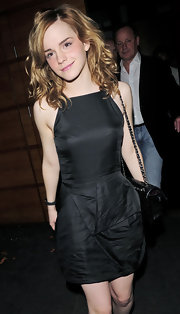 Emma sported soft, side-parted curls with a cute black cocktail dress. We love how she rocks the natural look and is always gorgeous.