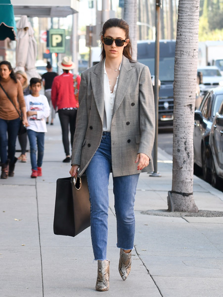 Emmy Rossum accessorized with an oversized black leather tote by Ferragamo.