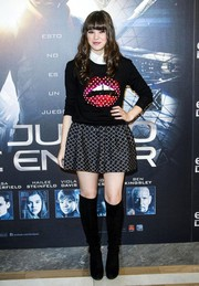Hailee Steinfeld looked preppy at the 'Ender's Game' photocall in a flared mini skirt and a sweater layered over a button-down shirt.
