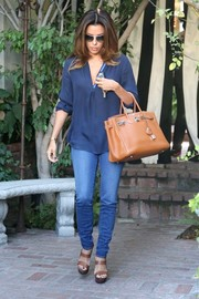 Eva Longoria teamed a navy tunic with skinny jeans for a visit to the salon.