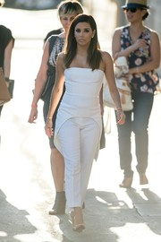 Rocking white on white, Eva Longoria completed her outfit with a pair of cropped slacks.