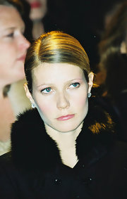 Gwyneth pulled her hair back in a sleep deep side part updo.
