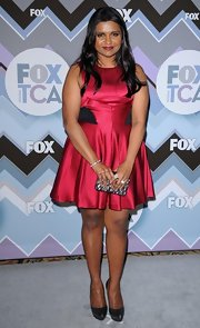 Mindy looked oh so cute in this hot fuchsia cocktail dress with contrasting black panels at the Fox All-Star Party.