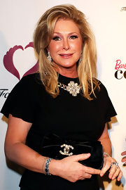 Kathy Hilton went all out with her accessories at the Farrah Fawcett Foundation cancer benefit, wearing a huge pearl statement necklace and chandelier earrings.
