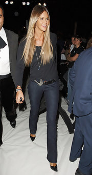 Elle hit the Fashion for Relief event in chic dark jeans cinched with a black leather belt with a silver bird buckle.