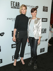 Jenna Elfman paired her sweater with a pair of cigarette pants.