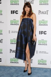 Lake Bell looked sassy in a blue and black strapless dress by Stella McCartney during the Film Independent Spirit Awards.