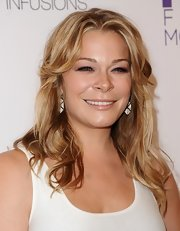 LeAnn kept her blonde locks soft and shiny with romantic waves.