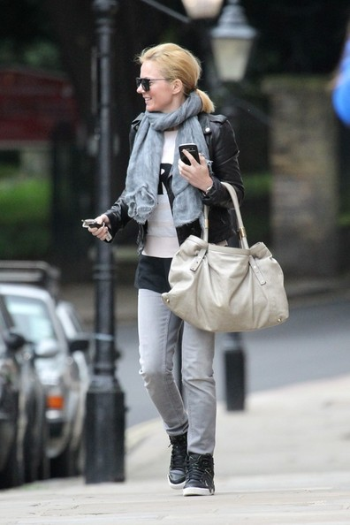 More Pics of Geri Halliwell Leather Hobo Bag (1 of 13) - Leather Hobo Bag Lookbook - StyleBistro