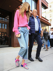 Gigi Hadid teamed her sweater with a pair of loose capri jeans.