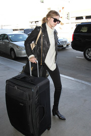 Gigi Hadid certainly doesn't travel light. That rollerboard is huge!