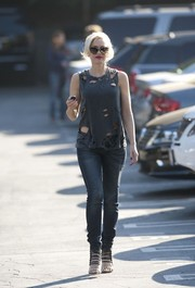 We could forgive Gwen Stefani's tattered tee if only for those ultra-sexy strappy sandals.