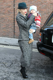 Gwen Stefani wore a turquoise fedora with her tweed ensemble while out with her son.