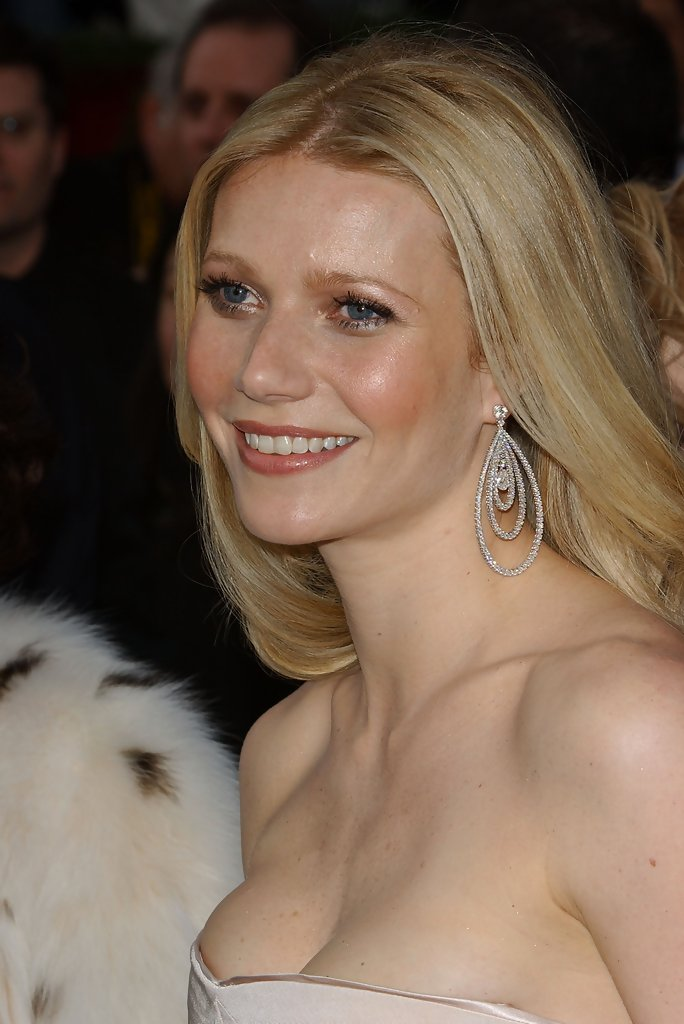 Gwyneth Paltrow Dangling Diamond Earrings Gwyneth