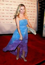 Beverly Mitchell was spotted wearing a tie-dye maxi dress at the Gypsy 05 fashion show.