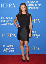 Jennifer Garner opted for a simple dual-textured LBD when she attended the HFPA Grants Banquet.